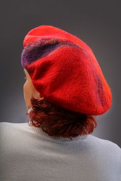 Felted red beret. Warm color and wool makes it much more heartwarming appearance. Handmade of merino wool and silk fibers Nuno Felting, Warm Colors, Merino Wool, Shawl, Winter Hats, Purses, Red, Accessories, Fashion