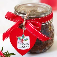 How to make Christmas Chutney - Handmade Christmas gifts are the ultimate way to show you care, so cook up our favourite Christmas chutney and present it with a delicious cheeseboard! Christmas Chutney, Christmas Jam, Christmas Food Gifts, Christmas Hamper, Xmas Food, Handmade Christmas Gifts, Christmas Cooking, Homemade Christmas, All Things Christmas