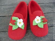 Купить Ягодный сезон - ярко-красный, ягоды, лето, Тапочки ручной работы, подарок девушке