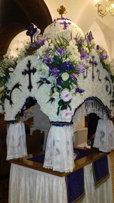 Church Flowers, Orchids, Beautiful Flowers, Table Decorations, Nature, Home Decor, Floral Design, Flowers, Art