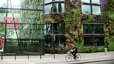 Biophilic Design is a trend that's a marriage of functional design with nature. Of course, you have seen this design. Building Facade, Green Building, Ted Talks, Life Trailer, Interior Design Layout, Life Online, Green Architecture, Building Architecture, Diy Greenhouse
