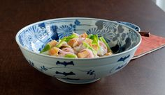 When serving food in the Japanese-style, it is considered most beautiful if the food takes up only about 30 percent of the bowl,