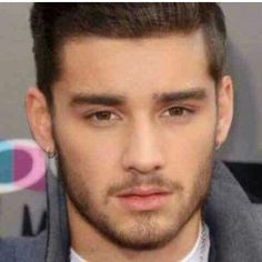 can we please tAKE A MOMENT AND APPRECIATE THIS PICTURE OF ZIAM AS ONE IM SCREAMING