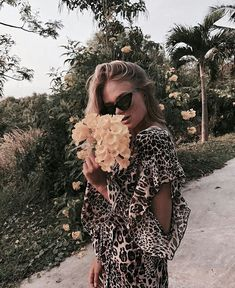 45 Ideas fashion style street floral prints for 2019 Winter Fashion Outfits, Pink Fashion, Trendy Fashion, 90s Fashion, Photography Women, Street Photography, Fashion Photography, Travel Photography, Street Fashion Photoshoot