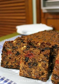 You're going to love this delicious and beautifully moist 3 ingredient fruit cake! It's such an easy recipe you will want to make it again and again! It also makes a great Christmas cake recipe if you are short on time! 3 Ingredient Fruit Cake Recipe, Moist Fruit Cake Recipe, Healthy Fruit Cake, Easy Cake Recipes, Easy Desserts, Sweet Recipes, Baking Recipes, Dessert Recipes, Delicious Fruit