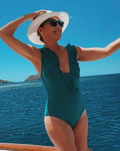 Jane Seymour, says she never retouches her bikini photos: 'It's just me out there'. Read now on Sky-News English Actresses, British Actresses, Lady Jane Seymour, James Bond Girls, Joe Lando, The Scarlet Pimpernel, Penelope, Celebrity Bikini, Beauty Portrait