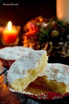 Marquesas : typical Christmas spanish cakes from Toledo eggs, ground almonds, sugar, 1 lemon zest, icing sugar for dusting) Hispanic Desserts, Spanish Desserts, Portuguese Desserts, Spanish Dishes, Portuguese Recipes, Cupcakes, Cupcake Cakes, Croissants, Fondant Cakes