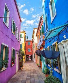 "Isola Di Burano, Venezia, Italy  ©Photo by: @MissJettSetter…"""