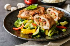 Chicken breast is a great source of protein that is low in carbohydrates and, without the skin on, has little-to-no fat. It is also incredibly versatile in the fact that there are chicken breast recipes for everything from breakfast to supper. Italian Stuffed Chicken, Cheese Stuffed Chicken, Roasted Chicken Breast, Chicken Cutlets, Chicken Breasts, Grass Fed Chicken, Roasted Peppers, Breast Recipe, The Help