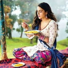 Sara Ali Khan cute and hot bollywood Indian actress model unseen latest very beautiful and sexy wedding smile images of her body curve south. Bollywood Suits, Bollywood Actors, Bollywood Celebrities, Bollywood Fashion, Beautiful Bollywood Actress, Beautiful Actresses, Deepika Ranveer, Shraddha Kapoor, Saif Ali Khan