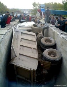 How in the Heck Did This Happen? – Funny Truck Wreck .@Jorge Cavalcante (JORGENCA)