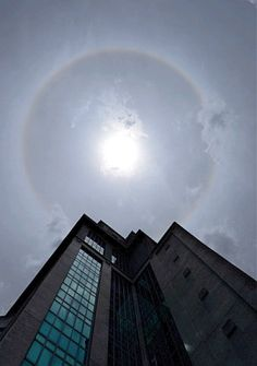 PETALING JAYA: Two phenomena involving the sun had Klang Valley and Johor folk snapping away to capture the moment.