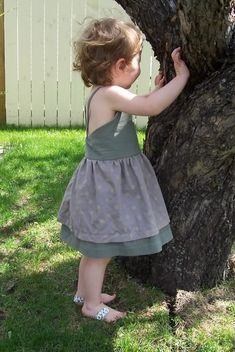 free pattern w/ tutorial; This halter sundress uses two fabrics, a shell fabric and a lining fabric. The skirt is actually two pieces, with the lining fabric forming a slightly longer underskirt.