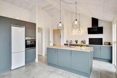Miete Luxushaus 514 in Mathildevej 10, Gronhoj Danish Interior Design, Kitchen Island, Home Decor, Cottage House, Luxury, Decorating, Island Kitchen, Decoration Home, Room Decor