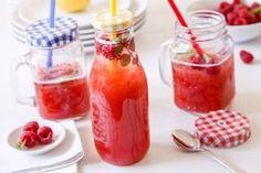 DOMÁCÍ LIMONÁDY I / MALINOVKA Bottles And Jars, Hot Sauce Bottles, Food Inspiration, Smoothies, Panna Cotta, Food And Drink, Cocktails, Ice Cream, Baking