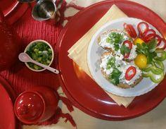 Pažitkovo-bazalková tvarohová pomazánka s proteínem...Je ideální jako dobrá uklízečka našich střev. Měly by ji jíst lidé s vysokým krevním tlakem. Obsahuje prospěšné vitamíny, vápník, železo i betakaroten. Caprese Salad, Food, Essen, Meals, Yemek, Insalata Caprese, Eten