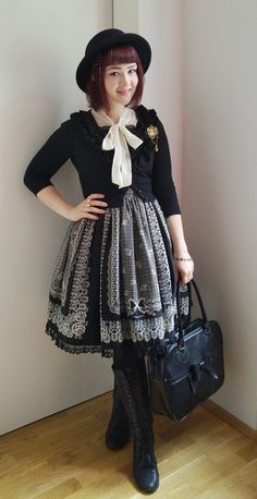 I love the hat and elegant simplicity of this coord