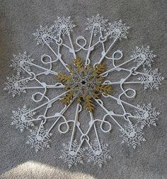 Source by selinadrose hanger Christmas Snowflakes, Diy Christmas Ornaments, Homemade Christmas, Christmas Holidays, Christmas Stocking, Dollar Tree Crafts, Christmas Projects, Holiday Crafts, Hanger Crafts