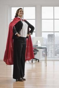 Superhero capes can be simple to find in children's sizes -- just visit the dress-up department of any toy store. Finding one for adults, however, may prove more difficult. If you have basic sewing skills, you can make superhero capes for adults. No Sew Cape, Diy Cape, Easy Costumes, Super Hero Costumes, Halloween Costumes, Costume Ideas, Halloween Witches, Cosplay Ideas, Halloween Crafts