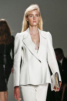 Défilé Calvin Klein Collection http://www.vogue.fr/beaute/en-vue/diaporama/les-plus-beaux-backstages-des-defiles-de-new-york-5/9731/image/592921#defile-calvin-klein-collection