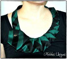 Cravate détournée en collier cravate pour femme : Echarpe, foulard, cravate par modeles-uniques