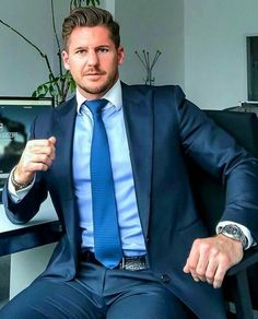 10 Common Men's Style Mistakes to Avoid Mens Fashion Blog, African Men Fashion, Mens Fashion Suits, Mens Suits, Formal Men Outfit, Men Formal, Gentlemans Club, Business Outfit, Business Men