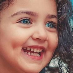 Happiness is the only thing that multiples when you share it. Cute Little Baby Girl, Beautiful Baby Girl, Cute Baby Girl Pictures, Cute Girl Photo, Aya Sophia, World's Cutest Baby, Cute Baby Girl Wallpaper, Cute Babies Photography, Baby Images
