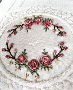 Hand Embroidery Designs, Floral Embroidery, Embroidery Patterns, Brazilian Embroidery Stitches, Prayer Rug, Bargello, Needlework, Cross Stitch, Diy Crafts