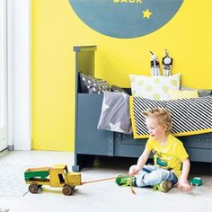 Bring warmth to your child's room with yellow! It's fun, bright, gender blind, and can complement almost any color.  (via Woonideeën)