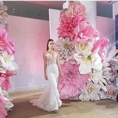 Ines Di Santo bridal gowns in NY  What a show! What a backdrop! @inesdisanto Well, these flowers are not made from paper.... But they are not less beautiful! They are fantastic! In a week time @eternalbridal is hosting a trunk show in their shop in Sydney with lots of in readable beautiful designer gowns
