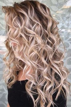 Elegant rose blonde curly hair #balayagehairblonde