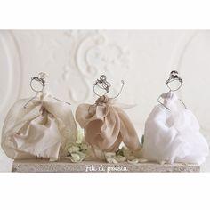Wire and precious fabrics for my brides by Fili di poesia Spose per cake topper in fil di ferro e tessuti preziosi