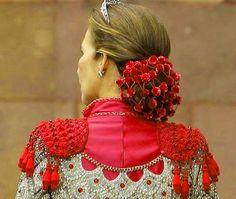 Infanta Elena of spain Ivanka Trump, Kitsch, Flamenco Costume, Madonna, Style Me, Blog, Carnival, Vintage Outfits, Hair Accessories