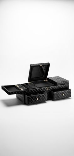 Large lambskin jewelry box - #CHANEL