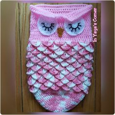 This handmade sleeping baby owl cocoon is sure to keep your bundle of joy warm. Made of 100% cotton, this variegated yarn is beautify displayed
