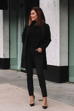 How to dress up an all black outfit - Work Outfits Women Casual Work Outfits, Basic Outfits, All Black Outfit Casual, Office Wear Women Work Outfits, Trendy Black Outfits, All Black Outfit For Work, All Black Outfits For Women, Business Outfits Women, Casual Work Wear