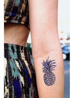 L'ananas sur l'avant-bras