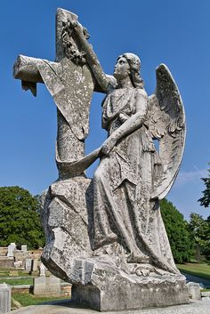 Get tour of Oakland Cemetery with family