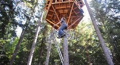 An Ingenious Bicycle-Powered Treehouse Elevator Lifts a Rider 30 Feet in Seconds. It works like magic! WANT.  http://www.thisiscolossal.com/2013/08/bicycle-treehouse-elevator