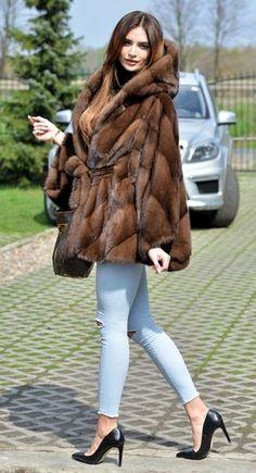 Nadire Atas on Luxurious Fur Fashion saga mink fur poncho … Warm Outfits, Winter Outfits, Modele Hijab, Fur Accessories, Fur Clothing, Fabulous Furs, Vintage Fur, Shearling Coat, Mink Fur