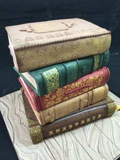 I like the stencils of gold on the books, need to remember that, it adds so much~ Vintage books cake