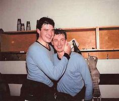 Mario Lemieux and Wayne Gretzky celebrate victory at the 1987 Canada Cup. Both NHL Hall of Famers Pro Hockey, Funny Hockey, Canada Cup, Hockey Boards, Mario Lemieux, Hockey Pictures, Rangers Hockey, Stars Hockey, Wayne Gretzky