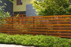 horizontal fence - alternating thick/thin pieces