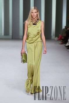 Elie Saab Primavera-Verão 2011 - Prêt-à-porter - http://pt.flip-zone.com/fashion/ready-to-wear/fashion-houses-42/elie-saab-1984