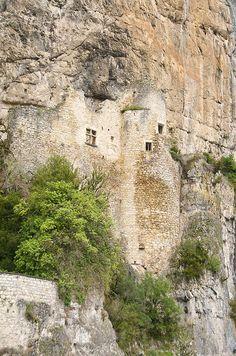 Ruines du château troglodyte dit des Anglais ou du Diable Cabrerets dans le Lot en  Midi-Pyrenees, France