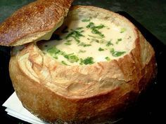 Sopa creme de queijos no pão italiano