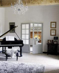 Glamorous living room with grand piano and chandelier This rather glamorous living room design idea harks back to simpler days when all you needed to entertain your guests was a pianoforte Estilo Country Chic, Music Themed Rooms, Living Room Designs, Living Spaces, Piano Room, Chandelier In Living Room, Music Decor, French Farmhouse, Farmhouse Decor