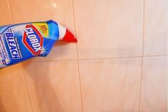 17 Brilliant Cleaning Hacks You Will Find Really Useful - Rosalyn Wortham - Limpieza Cleaning With Hydrogen Peroxide, Borax Cleaning, Diy Home Cleaning, Bathroom Cleaning Hacks, Household Cleaning Tips, Deep Cleaning Tips, Household Cleaners, Cleaning Recipes, Green Cleaning