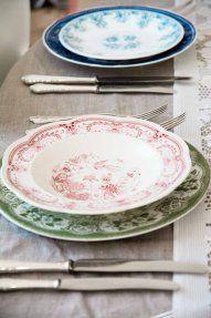 skarp mix #borddekking #vintage #table setting Table Settings, Plates, Vintage Table, Tableware, Kitchen, Licence Plates, Cuisine, Dishes, Dinnerware