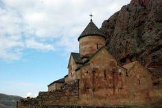 Das Kloster Noravank in Armenien http://www.abendsonne.net/566/reisetipps/europa-armenien-urlaub